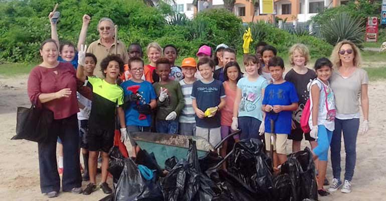 Nettoyage de plage : les CM1 A investissent Coco Beach